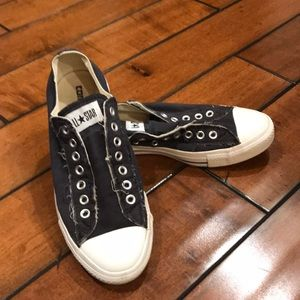 Men's distressed laceless Converse all stars